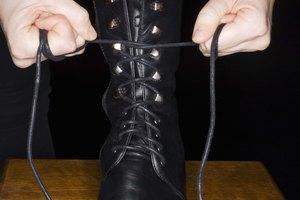 Cómo estirar la pantorrilla de las botas de cuero