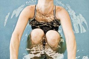 ¿Por qué está espumosa el agua de la piscina?