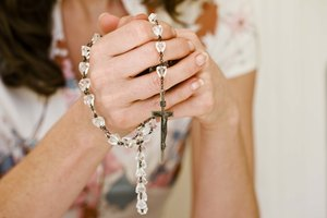 What Is a Catholic Rosary Service?