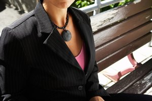 What Goes With a Women's Pinstripe Suit?