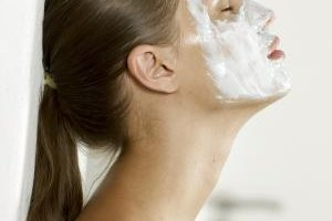 Regular washing with benzoyl peroxide or salicylic acid cleansers help prevent blackheads as well.
