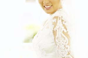How to Add Appliques to a Wedding Dress