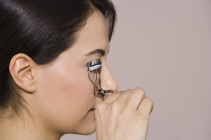 Does Curling Your Eyelashes Really Make a Difference?