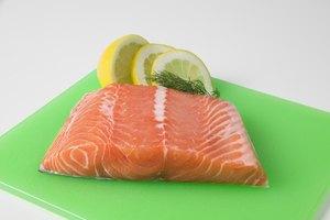 Cómo cocinar salmón congelado sin descongelarlo en el horno