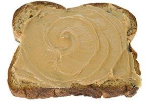 Los beneficios de la mantequilla de almendras versus la mantequilla de maní