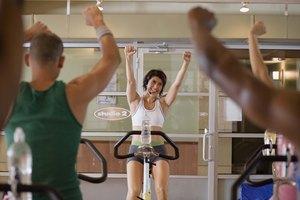 ¿Con qué frecuencia debo hacer bicicleta en el gimnasio para bajar de peso?