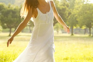 How to Make a Maxi Dress Shorter Without Cutting