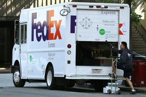 How to Send Perishable Food Through FedEx