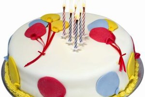 Brightly-colored balloons are the perfect decoration for a birthday cake.