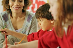 What Are the Duties of a Kindergarten Teacher?