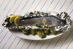 Cómo asar pescado en aluminio