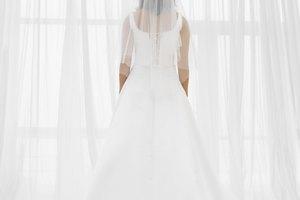 Cómo planchar un velo de novia arrugado