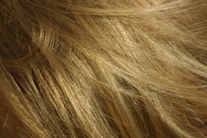 How to Remove Chlorine Buildup From Hair