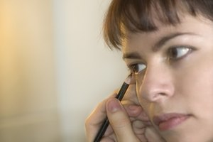 How to Keep Eyeliner From Flaking