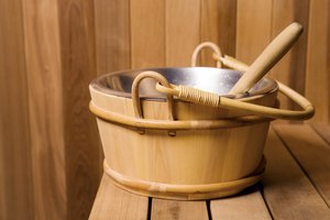 How to Exfoliate the Face During the Sauna