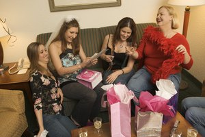 What Kind of Gift Does One Bring to a Bridal Shower?