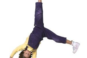 Cómo hacer una voltereta lateral de manera sencilla para niños y principiantes