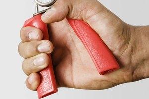 Cómo utilizar una pinza para ejercicios de manos