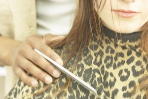 How to Reduce Itchy Scalp From Coloring Hair