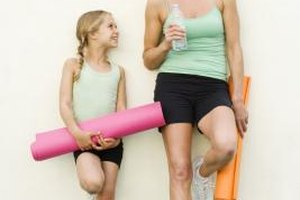 Single moms can take a parent-child exercise class to keep boredom at bay.