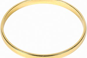 How to Repair Gold Bracelets