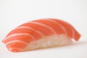 ¿Cómo sé cuando el salmón está malo?
