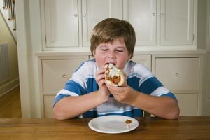 Help your child control his weight with a daily balance of macronutrients.