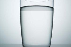 ¿Cuántas calorías quemas al beber un vaso de agua?