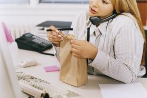 Bringing a low-calorie lunch to work can save you time and money.