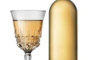How to Make Homemade Peach Wine