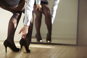 What Is the Etiquette for Wearing Pantyhose to a Wedding?