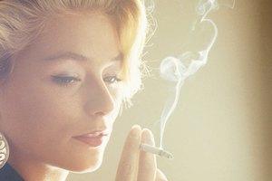 Cómo quitar las manchas amarillas de los dedos por fumar