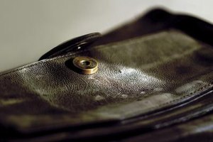 Eliminate the odor and appearance of mold from your leather purse.