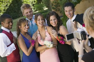 How to Conceal Acne on Your Chest for Prom