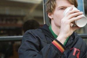 ¿Puede el exceso de cafeína causar entumecimiento?