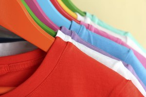 How to Cut a T-Shirt to Make It Cuter