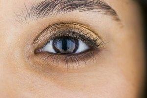 ¿Qué esperar después de un delineado de ojos permanente?