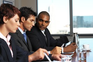 Differences Between an MS & an MBA in Human Resources Management