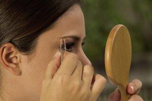 Cómo evitar los pelos encarnados en las cejas