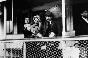 Why Did Italians Immigrate to the US Between 1880 & 1900?