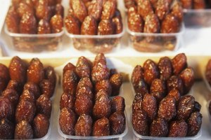 How to Moisten Dry Dates