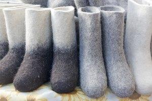 Advantages & Disadvantages of Felt Clothing