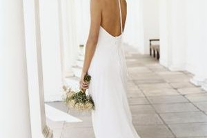 Choose The Syle Of Undergarment That Is Best Suited For Cut Your Wedding Dress