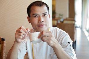 ¿La cafeína causa la calvicie?
