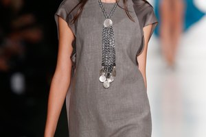 How to Accessorize a Charcoal Gray Dress