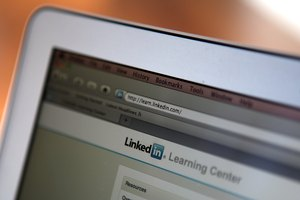 How to Make an Introduction, for People on LinkedIn