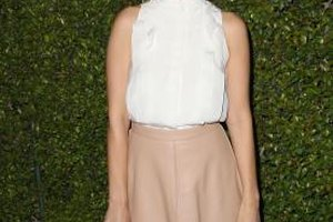Actress Ahna O'Reilly works the white blouse at the Chloe Los Angeles Fashion Show and Dinner in October 2013.
