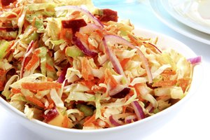 How to Make Easy Delicious Coleslaw Dressing With 4 Items