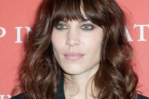 How to Keep Bangs Straight in Humidity
