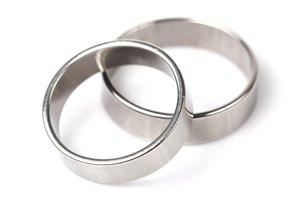 Pros and Cons of Stainless Steel Rings
